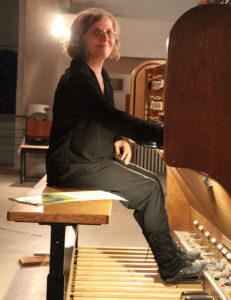 Felicitas an der Walcker Orgel in der Martin-Luther-Kirche Berlin